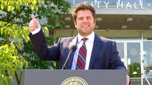 Watch Psych Season 7 Episode 10 - The Santabarbarian Candidate Online